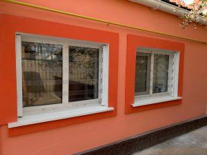 Прозрачные защитные решетки из поликарбоната на окна.